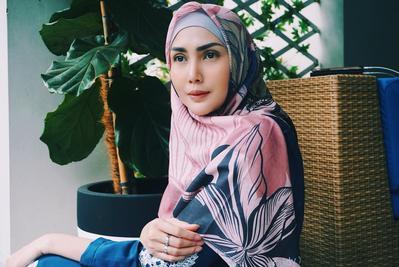 So Inspiring! Memutuskan untuk Berhijab, Ini Style Hijab Fresh Fenita Arie Sekarang!