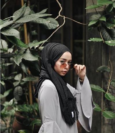 Kacamata Bikin Hijab Style Lebih Keren! Gak Percaya? Contek Inspirasi Hijab Kacamata Ala Joyagh Ini!