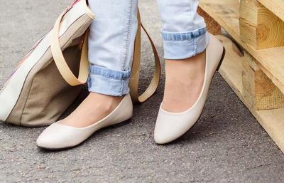Hal Ini Harus Kamu Lakukan Agar Kaki Tidak Lecet Saat Memakai Flat Shoes!