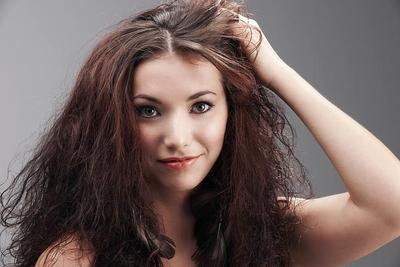 Supaya Rambut Tidak Terlalu Mengembang, Begini Tutorial Menata Rambut yang Benar