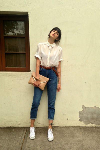 Mom Jeans & White Sneakers