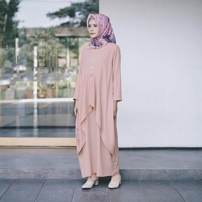 Sering Enggak Pede Pakai Gamis? Ini Tips Memadukan Gamis untuk Remaja Agar Tidak Terkesan tua