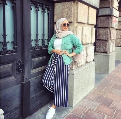 Tips Memadukan Celana Motif Garis Untuk Hijabers Bertubuh Pendek Supaya Terlihat Jenjang