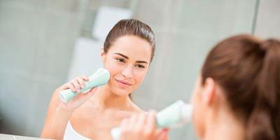 Jangan Asal Pakai, Lakukan 6 Tips Ini Ketika Menggunakan Facial Cleansing Brush untuk Wajah