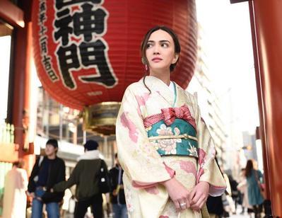 Tetap Cantik dan Elegan, Begini Gaya Shandy Aulia Memakai Kimono di Jepang