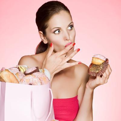 Enggak Nyangka, 4 Jenis Makanan Ini Wajib Banget Kamu Hindari Selama Menstruasi, Lho!