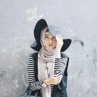 Makin Modis Dengan Outfit Stripes Hijabers Wajib Contek Padu Padan