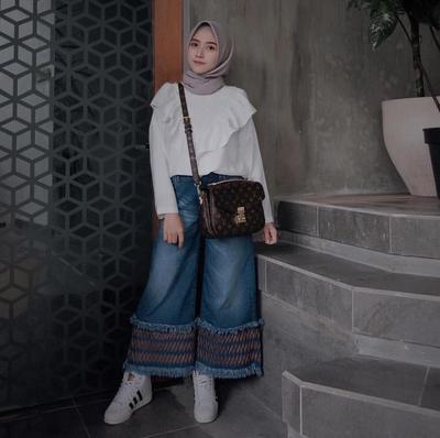 Padu Padan Outfit dengan White Sneakers Ala Selebgram Hijab Ini Bisa Jadi Gaya Kamu Lho!