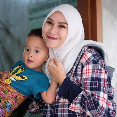 Bahan Hijab untuk Tipe Wajah Dagu Lancip