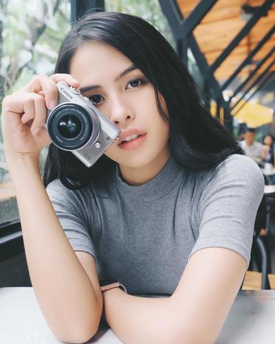 5 Pose Simpel Ini Keren untuk Foto di Instagram, Mana Gaya Andalanmu?