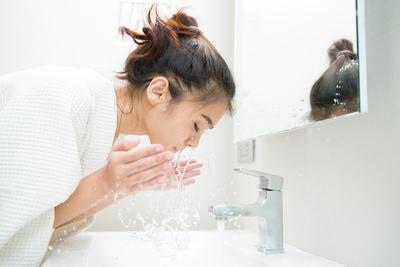 #FORUM Mencuci Muka Cuma Pakai Air, Apakah Berbahaya??
