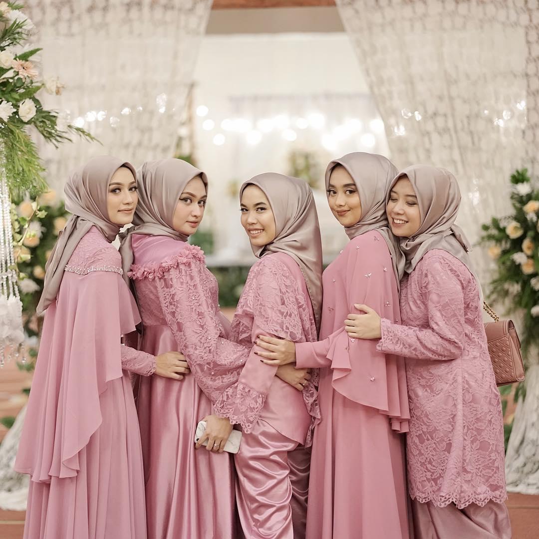 Ladies Ini 3 Inspirasi Hijab Look untuk  Bridesmaid