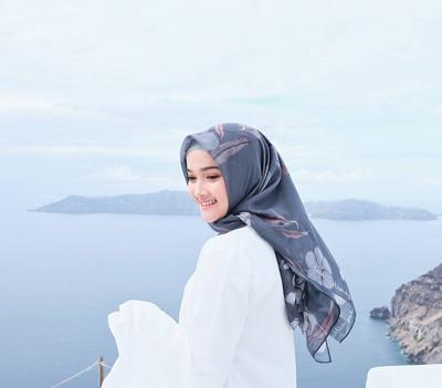 Ini Dia Gaya Hijab yang Cocok Dipakai Si Pemilik Wajah Kecil, Terlihat Makin Gemes!