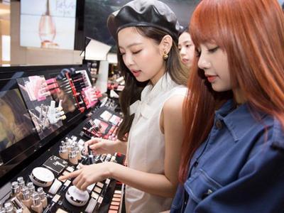 [FORUM] Kamu lebih suka belanja kosmetik di online shop atau counter langsung?