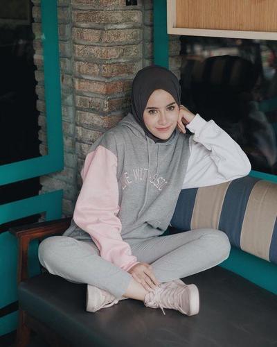 Tips Tampil Stylish dengan Menggunakan Hijab Hoodie untuk Para Hijabers