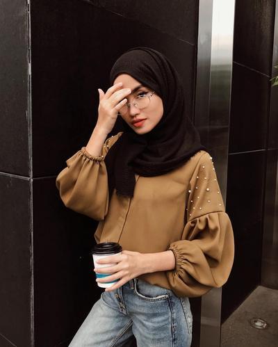 Kekinian! Gaya Outfit Hijab Ini Lagi Banyak Dipakai Para Selebgram Hijabers Lho!