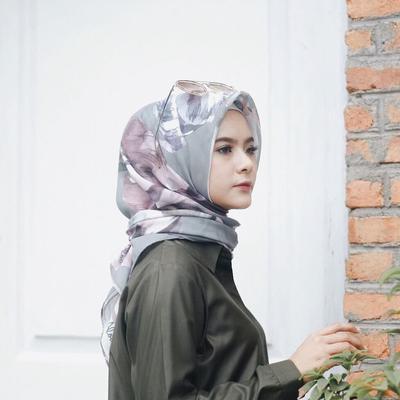 Sedikit Pricey, Kenapa Sih Hijab Voal Lagi Banyak Disukai Hijabers? Ternyata Begini Alasannya