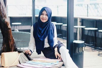 Dijamin Laris Manis, Ini Tips Jika Kamu Ingin Memulai Usaha Berjualan Hijab Sendiri!