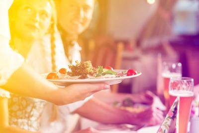 Daftar Kesalahan yang Sering Dilakukan Ketika Makan di Restoran! Jangan Lakukan Lagi Ya