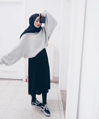 Biar Enggak Salah Mix and Match, Ini Sepatu yang Cocok Dipasangkan dengan Rok untuk Hijabers