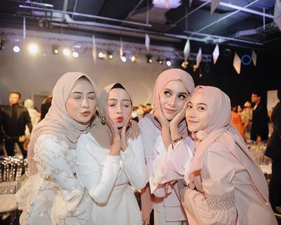#FORUM Apa Warna Hijab yang Bikin Wajah Terlihat Lebih Cerah dan Segar?