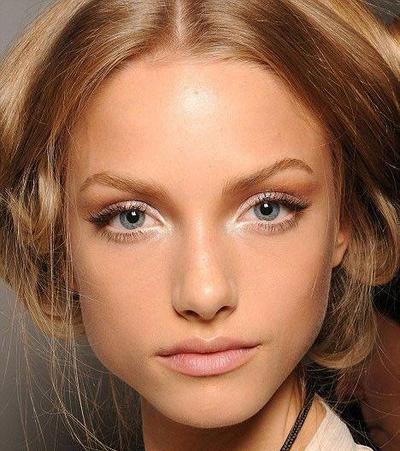 Beberapa Tips Penggunaan Crayon Eyeshadow pada Tampilan Make Up Kamu