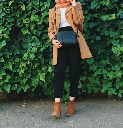 Simpel dan Fashionable, Inspirasi Padu Padan Outfit Hijab dengan Boots Saat Musim Hujan Ini Wajib Kamu Intip