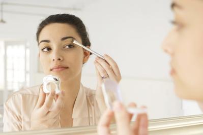 #NEWS Ladies, Ini Dia Rekomendasi Makeup yang Aman dipakai Ibu Hamil dan Menyusui!