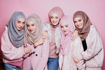 Cantik dan Gemas, Inspirasi Fashion Hijab dari Keluarga Mirror Hijabers Thailand Ini Bisa Kamu Contek