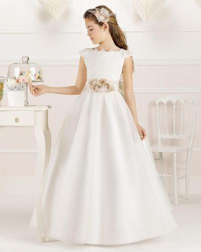 Bingung Cari Dress Putih untuk Kondangan? Ini Dia Inspirasinya Buat Kamu yang Masih Remaja!