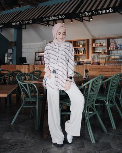Pink Pastel Hijab with White Wide Leg Pants ala Aghnia Punjabi