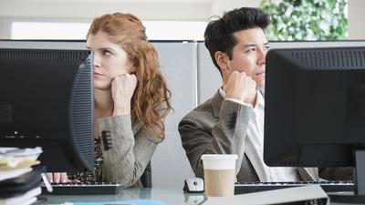 Sulit Dihindari, Inilah Tipe-tipe Teman Kantor Menyebalkan yang Mungkin Kamu Temui!