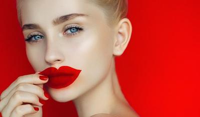 Agar Tidak Terlalu Berlebihan, Ingat Do's & Don'ts Overdraw Lips Ini