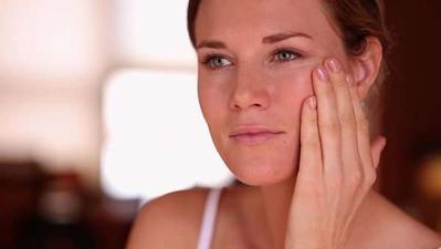 Ternyata Inilah Cara Menghapus Makeup Tebal tanpa Merusak Jaringan Kulit Kamu, Ladies!