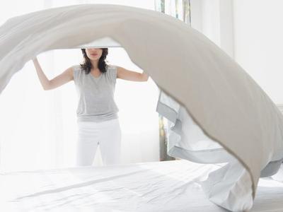 Lupa Membersihkan Wajah di Malam Hari dan Ketiduran? 5 Hal Ini Bisa dilakukan di Pagi Harinya!