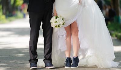 Mau Pakai Sneakers di Hari Pernikahan? Ini 4 Model Sneakers yang Tetap Bikin Kamu Tampil Anggun