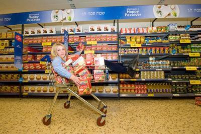 #FORUM Kamu Udah Pernah Selfie Naik Trolley di Supermarket?