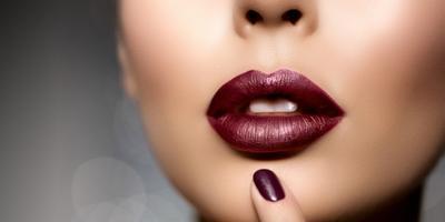 Supaya Gigi Terlihat Lebih Putih, Kamu Bisa Pilih Warna Warna Lipstik Ini!