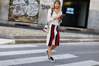 Ups, Intip Inspirasi Tampil Fashionable dengan Stripes Skirt Ini yuk!