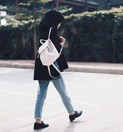 Bye Heels! Ini Dia Deretan Fashion Style untuk Hijabers Tomboy
