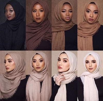 Enggak Bisa Asal Pilih Foundation dan Lipstik, Ini Cara Menyesuaikan Makeup dengan Warna Hijab