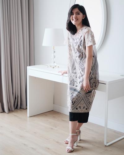 Simpel Tapi Stylish, Ini Dia 4 Dress yang Bisa Menjadi Pilihanmu Saat Kondangan