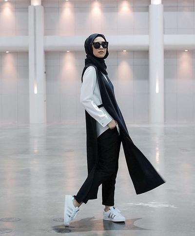 Anti-Mainstream, Inspirasi Style Hijab Bergaya Fashion Edgy Ini Wajib Dicoba!