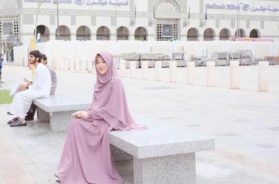 Ide Padu Padan Hijab Syar'i Warna Pastel Untuk Remaja Ala Larissa Chou