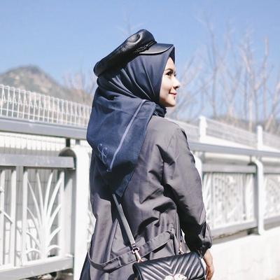 Outfit Korean Look dari Hijabers Fairuz Sakinah Ini Bisa Kamu Pilih Saat Jalan-jalan ke Korea Lho!