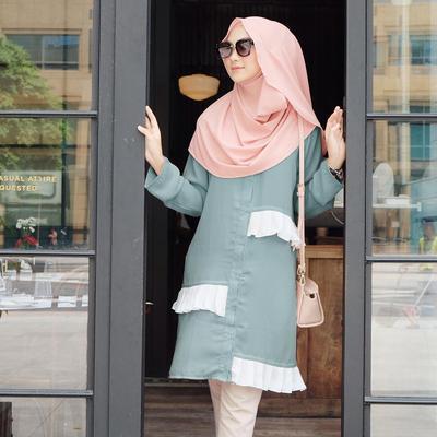 Menggunakan Hijab Instan, Selebgram Hijab Ini Terlihat Modis dengan Padu Padan Outfit Kekiniannya