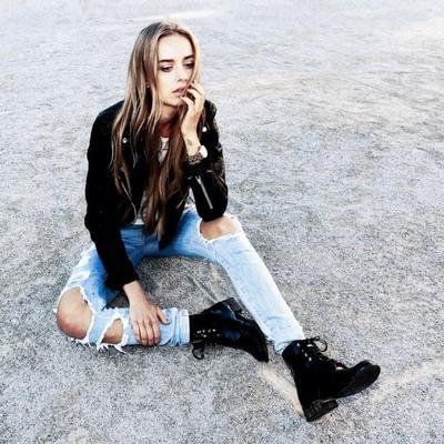 Trend Alert! Ini Cara Memadukan Celana Jeans Robek Agar Lebih Stylish