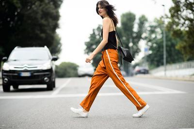 Lagi Kekinian, 4 Cara Pakai Track Pants Ini Bakal Bikin Penampilan Kamu Makin Stylish