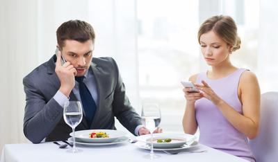 5 Trik Menjaga Hubungan dengan Pasangan yang Sama-sama Sibuk!