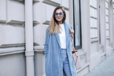 Ladies, Ini Tips Mix & Match Baju Warna Biru Pastel Ini Bisa Bikin Gaya Kamu Semakin Stylish!